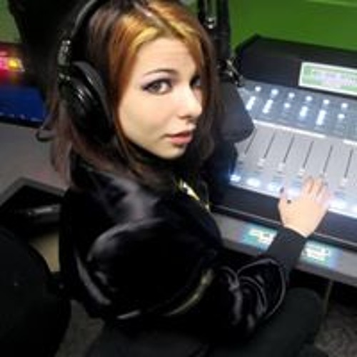 Alicia Lyons's avatar