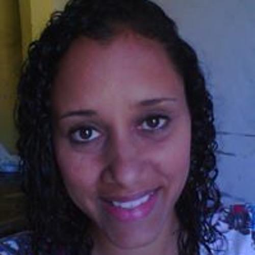 Monique Almeida's avatar