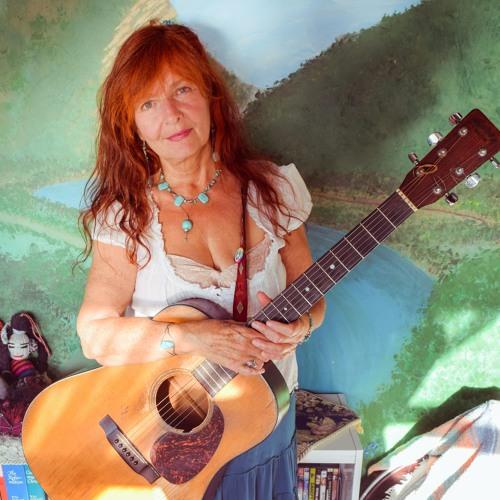Holly Avila's avatar