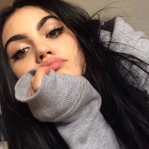 Reyshia Toliados's avatar