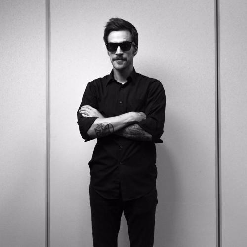 Nick Brewer's avatar