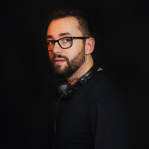 mike iova's avatar
