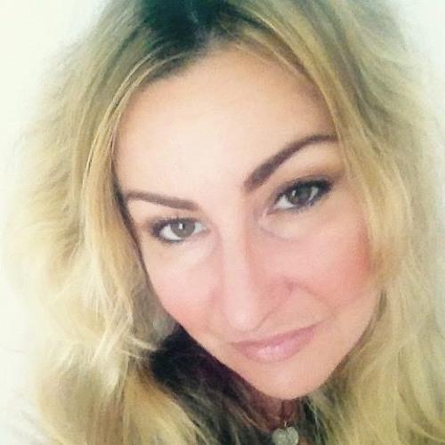 lucia cordaro's avatar