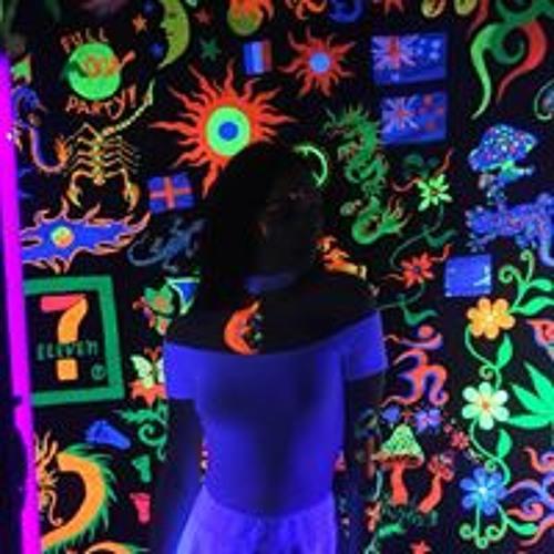 Lana Izumrudova's avatar