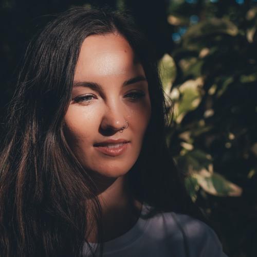 Elli Belle's avatar
