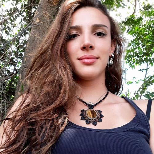 Mari Caixeta's avatar