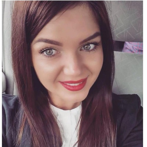 Adriana T's avatar