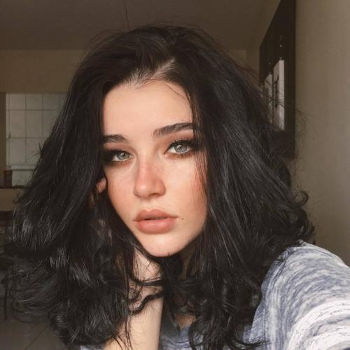 Julie Robin's avatar
