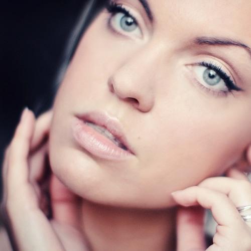 Helen Bryant's avatar