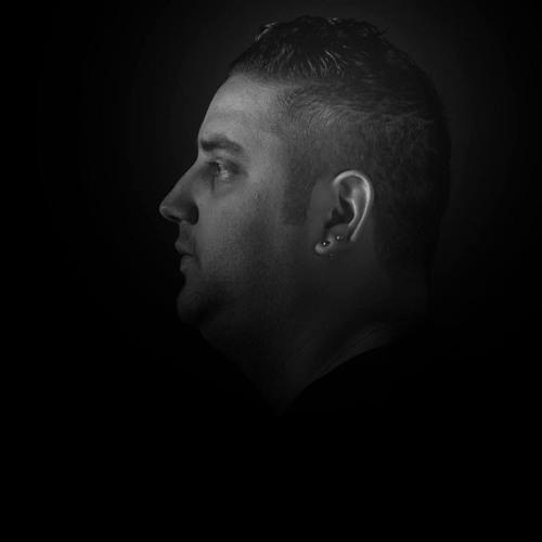 Fernandinho (official page)'s avatar