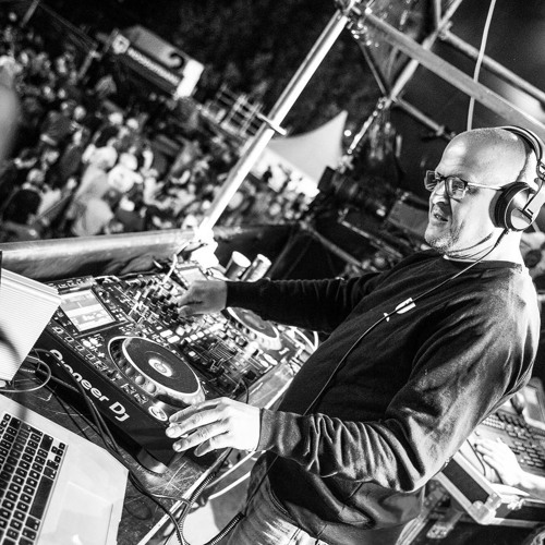 DJ M@gneto's avatar