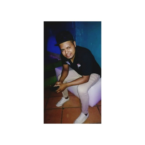luis zamora's avatar