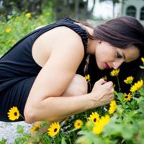 Lucia Gabriela's avatar
