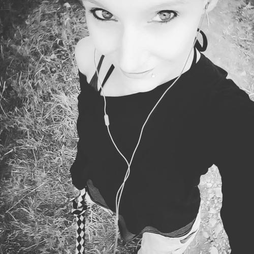 Erika Rika List's avatar