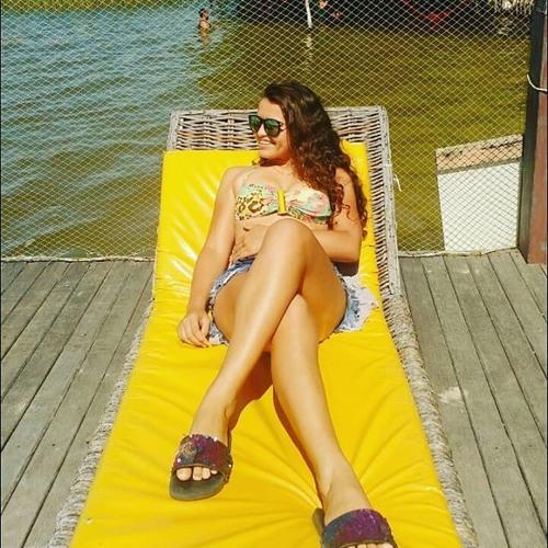 Julia Rodrigues Santos's avatar