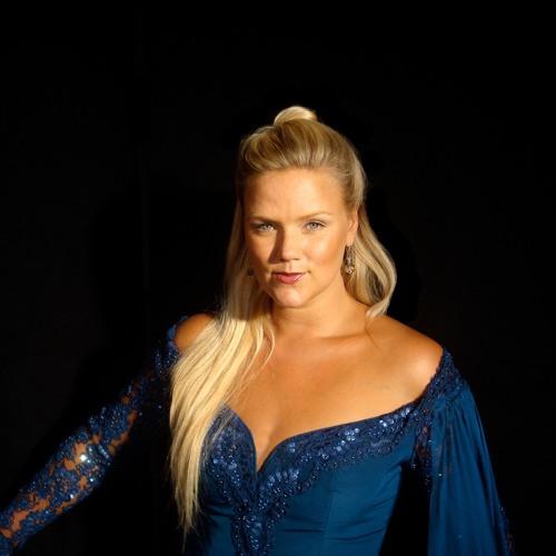 Angela Fout's avatar