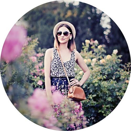 Lottie Adams's avatar