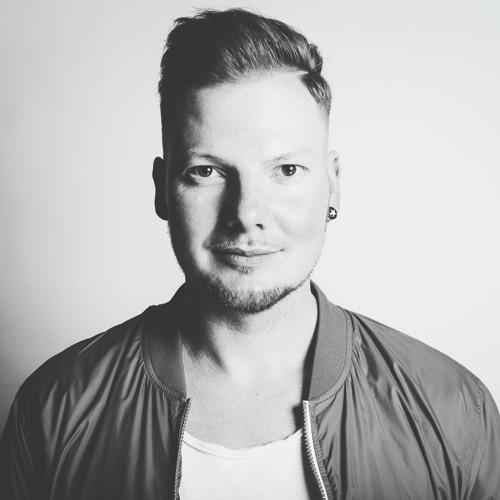 MIKE BUKÉ's avatar