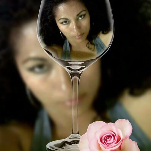 Julia Esther Tovar's avatar