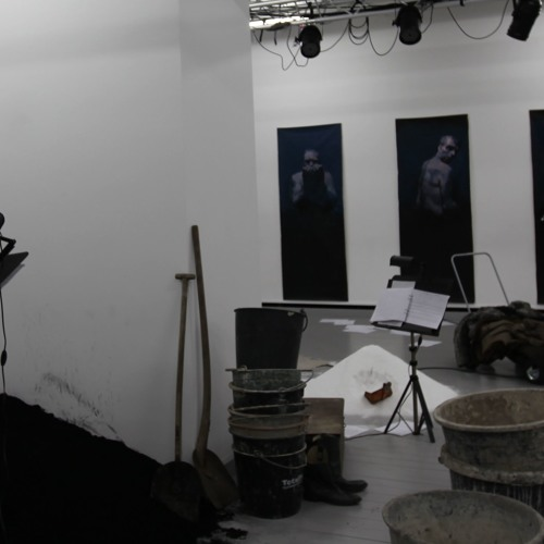 De stränga anteckningarna (music theatre f actors, singers and electronics)