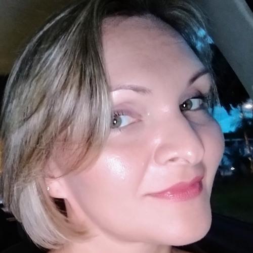 Karine Pucci's avatar