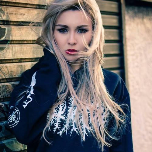 Maia Wolf's avatar