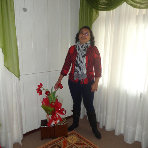 Hellena Vasconcellos's avatar