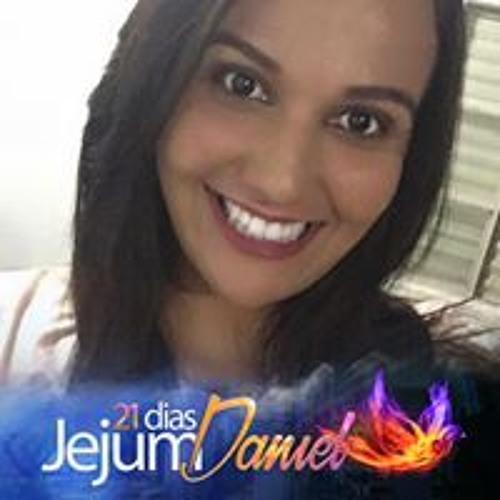 Tainá Santos's avatar