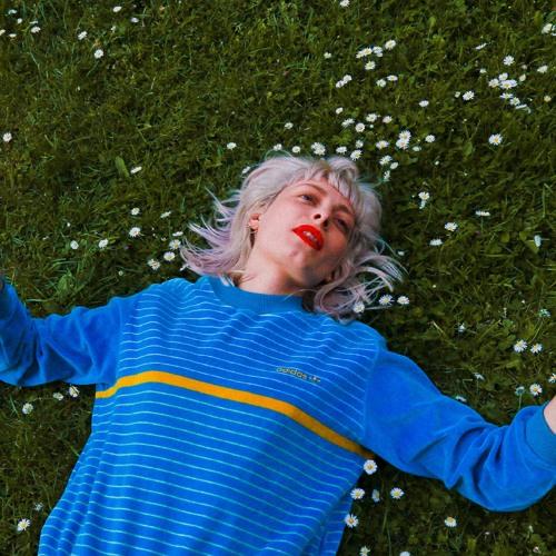 Holly Walker's avatar