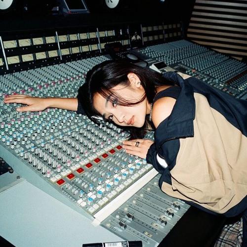 DJ RINA's avatar