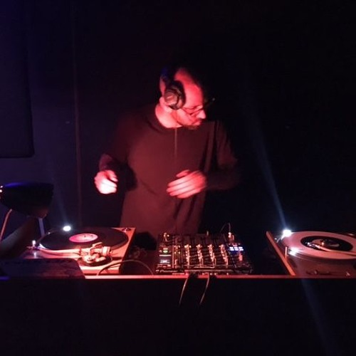 DJ Ian Head's avatar
