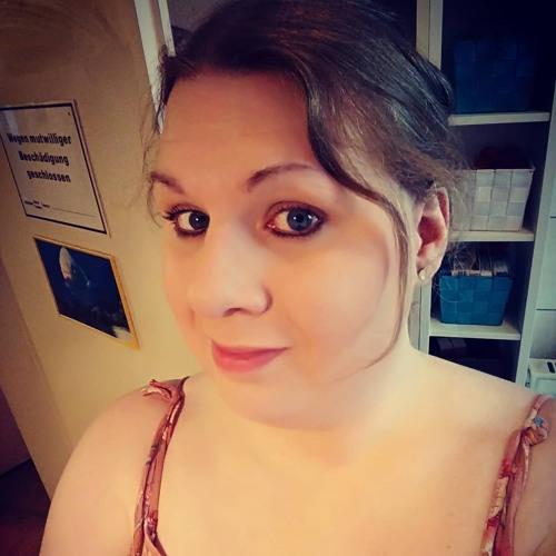 Juli Jane's avatar