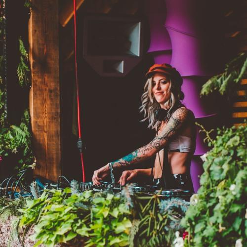 Carissa Gem's avatar