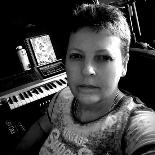 Niki Tyler's avatar