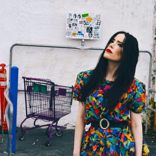 Emma Essinger's avatar