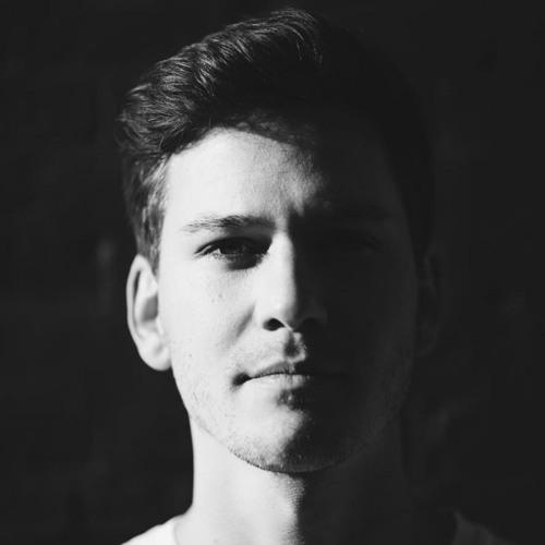 Luis Solé's avatar
