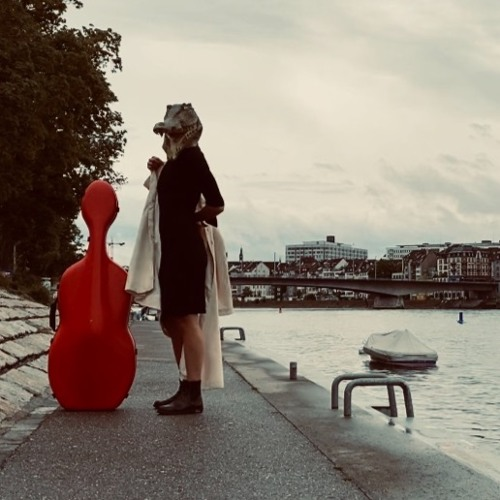 she, cellist troubadour's avatar