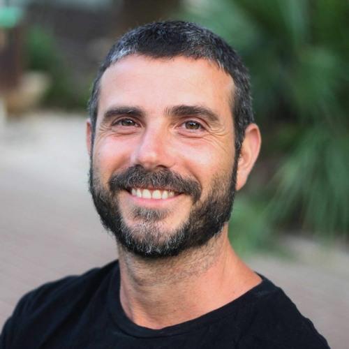 daniel ben ari's avatar