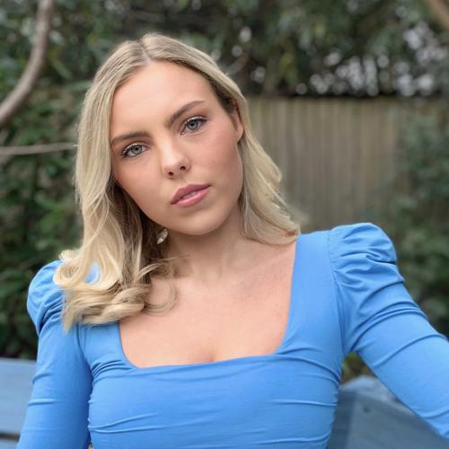 Mollie Parker's avatar