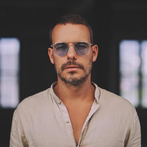 Dave Vega's avatar