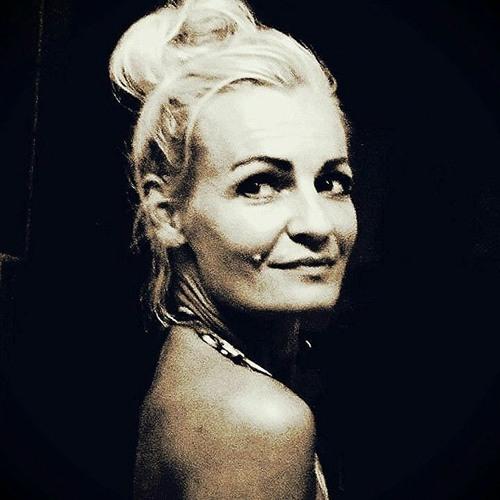 ETTA ISLAY's avatar