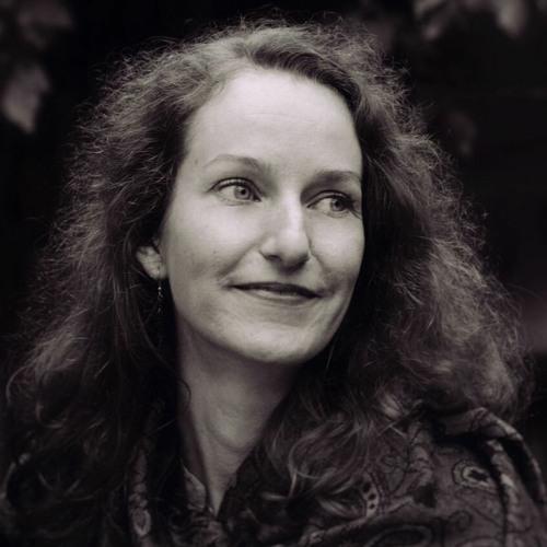 Paula Alina's avatar