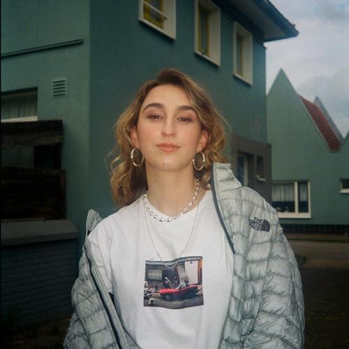 Zoë Low's avatar
