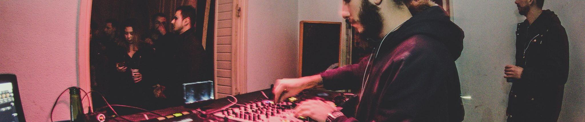 studio subțire subțire)